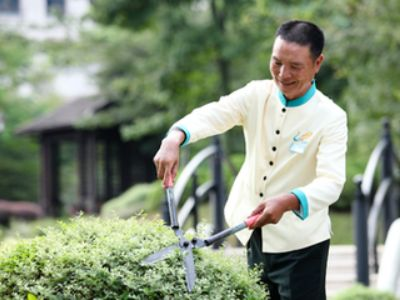 雅生活(03319)香港敲钟: 未来还会寻求A股上市