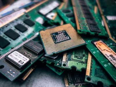 中国芯片突围战,是科技史上最悲壮的长征
