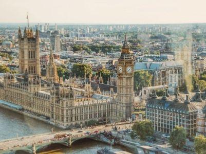 控制英国民生命脉,李嘉诚家族坐收10亿英镑分红