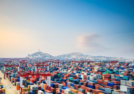 青岛港(06198)中期归属股东净利润同比增23.1%至19.08亿元