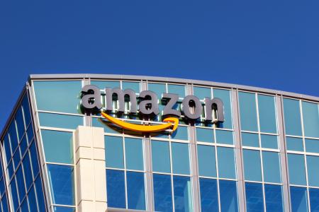 亚马逊(AMZN.US)股东向公司施压 阻止其向政府出售面部识别软件