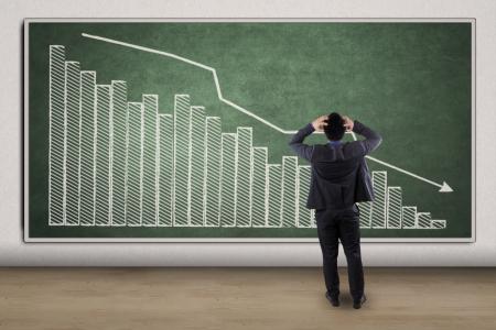 璋利国际(01693)年度股东应占溢利减少97.36%至145万林吉特