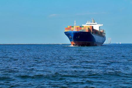 """瑞银:下调太平洋航运(02343)目标价至1.6港元,维持""""买入""""评级"""