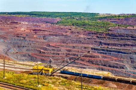 港股异动︱铁矿石期货主力升逾4%创近6年新高 铁货(01029)涨超4%