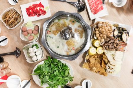 全国餐饮市场规模继续保持增长 颐海国际(01579)创出历史新高后市仍有潜力