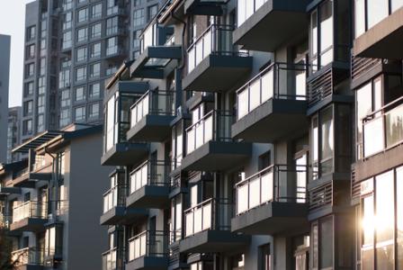 里昂:预计香港港住宅楼价未来一年跌15% 推荐长实集团(01113) 及恒隆地产(00101)