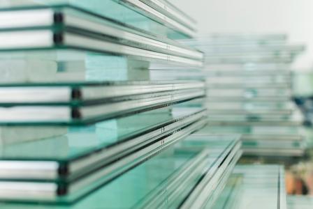 玻璃旺季来临各大厂家上调报价 福耀玻璃(03606)龙头布局正当时