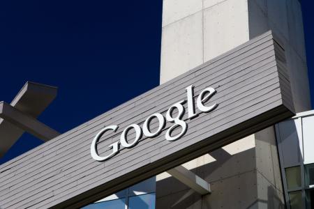 谷歌(GOOG.US)CEO皮查伊经历了艰难的一年 但仍比Facebook(FB.US)要好