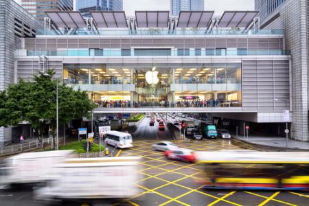 火爆全球! 苹果(AAPL.US)店外大摆长龙,iPhone 11成销量救星?