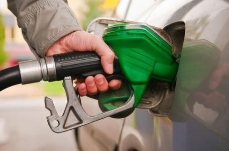 国内原油期货创上市以来新高,相关产业链个股集体上涨