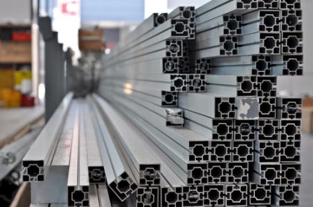 重庆钢铁(01053)上半年扭亏为盈 归属股东净利润为7.62亿元