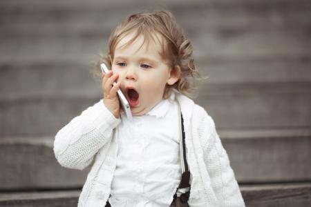 中金:下半年手机市场或旺季不旺 荐舜宇光学(02382)