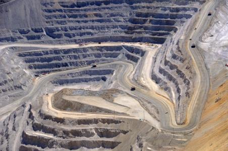 港股异动︱因债务违约或面临清盘 北方矿业(00433)大跌逾21%创52周新低