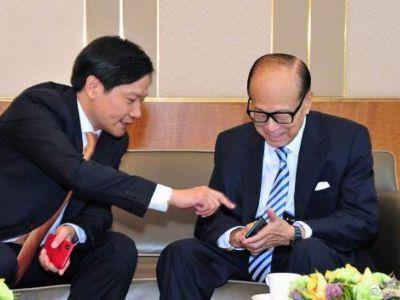 雷军在香港拜访了李嘉诚 给他展示了小米MIX