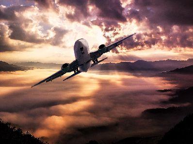 人民币汇率强势上涨有利航空业,东方航空(00670)有望底部突破
