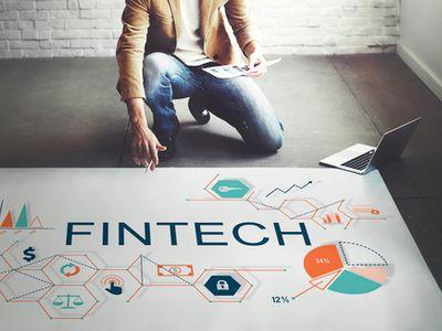 为促进香港金融科技发展 腾讯(00700)金融学院(香港)与港大签署合作备忘录