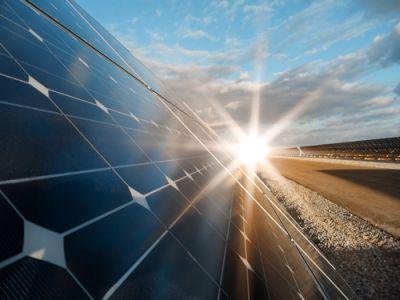 """瑞信:仍看好下半年太阳能玻璃前景 维持信义光能(00968)""""跑赢大市""""评级"""
