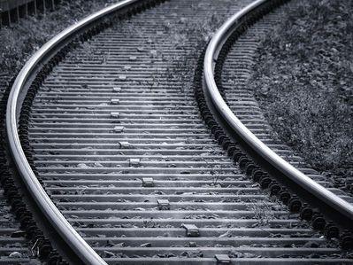 """港股异动︱港铁(00066)需为沙中线拨备20亿遭大摩削至""""减持"""" 曾挫逾3%"""