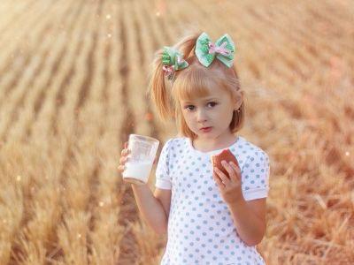 """新乳业豪赌8亿,看上的竟是现代牧业(01117)的""""原奶"""""""