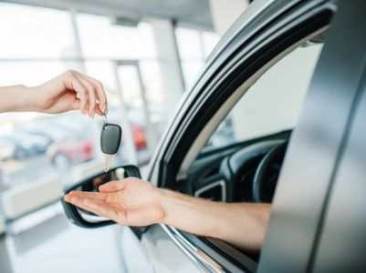京东(JD.US)腾讯(00700)战略投资二手车B2B拍卖平台汽车街