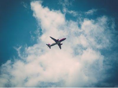 港股异动︱人民币汇率持续走强 航空股午后全线上涨