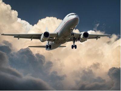 """光大:维持航空运输行业""""增持""""评级 首推中国国航(00753)"""