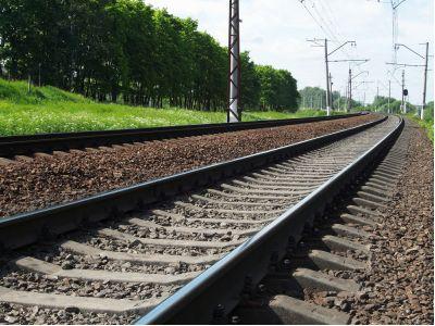 """中信证券:指导意见将加快铁路专用线建设,维持建筑行业""""强于大市""""评级,荐中国中铁(00390)"""
