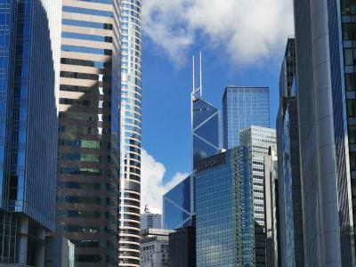 恒指大涨逾500点报26209点 香港本地股全线反弹