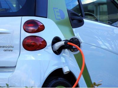 东吴证券:2020年为海外电动化元年 推荐比亚迪(01211)等各环节龙头