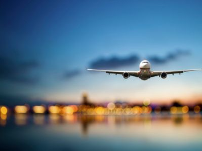 """汇丰:升国泰航空(00293)至""""买入""""评级 上调目标价至12.5港元"""