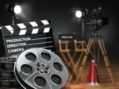 港股异动   2019年内地电影票房突破600亿 猫眼娱乐(01896)午后涨逾5%领涨影视股