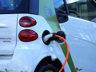 """全国新能源乘用车11月销7.9万降4成,补贴退坡后市场""""压力山大"""""""