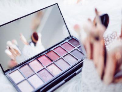 港股异动   与欧莱雅联合开发美容产品 普拉达(01913)涨逾5%创一年新高