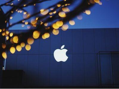 华尔街预计苹果(AAPL.US)将在未来一年跌超8%,Alphabet(GOOGL.US)上涨4.5%
