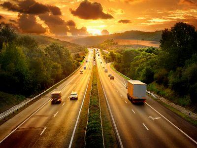 深高速(00548)12月沿江项目日均路费收入同比增12.3%至157.1万元