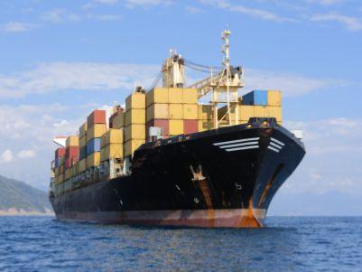 买两条船造两条船,摩根大通(JPM.US)瞄准能源运输
