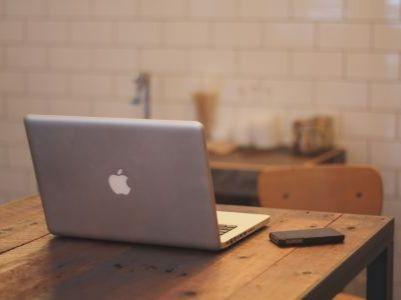 苹果(AAPL.US)考虑允许将第三方浏览器和邮件设为默认