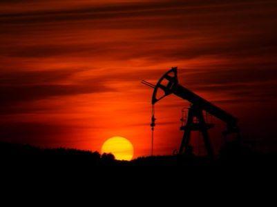 """365bet异动︱国际油价大幅走低 拖累365bet""""三桶油""""集体走弱"""