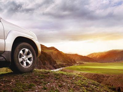 """交银国际:维持汽车板块行业""""同步""""评级 首选吉利(00175)及永达汽车(03669)"""