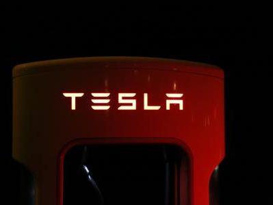 特斯拉(TSLA.US)正试图修改法律,使其电动卡车在欧洲畅行