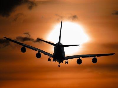 港股异动 | 疫情扩散全球航空业遭重创 航空股普跌 首都机场(00694)挫逾4%