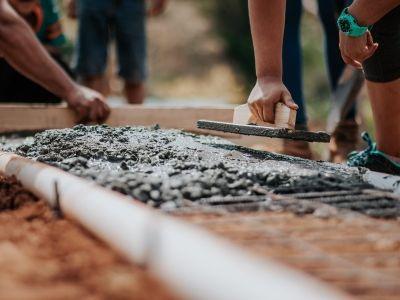 中泰证券:中国建材(03323)旗下水泥资产整合拉开序幕,板块受益