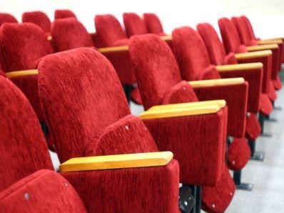 """瑞信:下调IMAX中国(01970)目标价至13港元,维持""""中性""""评级"""