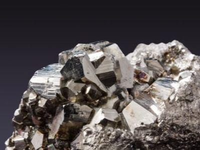 铁矿石重回900元关口背后,三大隐忧浮现