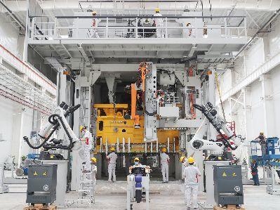 恒大造车再进一步 两大生产基地启动设备调试