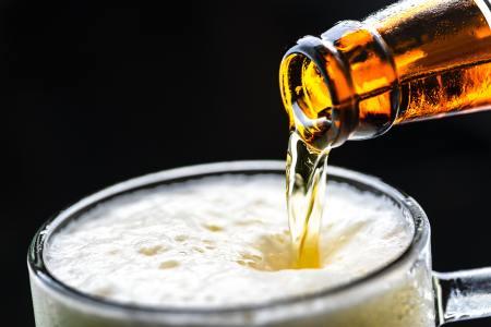 """建银国际:升华润啤酒(00291)目标价至28.5港元 维持""""中性""""评级"""