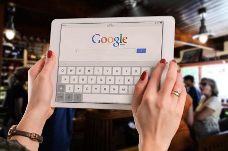 """谷歌(GOOG.US)CEO Pichai被""""炙烤""""的3.5小时"""