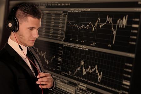 港股异动︱A股券商板块现涨停潮 中金公司(03908)跟涨6.15%
